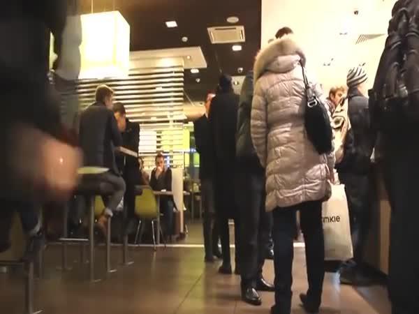 Nachytávka - Bomba v McDonaldu