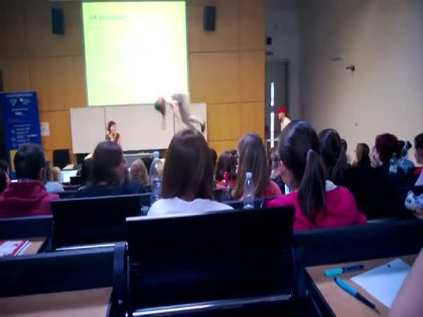Donáška pizzy na přednášku