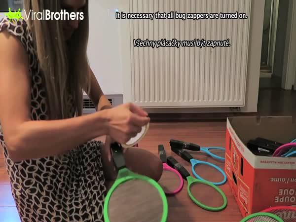 ViralBrothers - 100 elektrických plácaček na mouchy