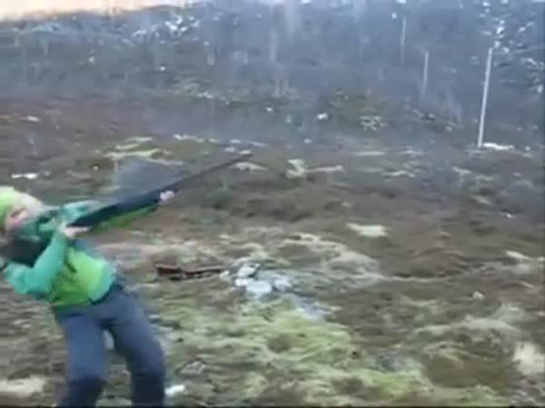Když žena vezme do ruky zbraň