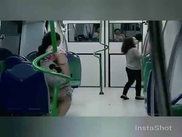 Prank - Stovky zombie v metru