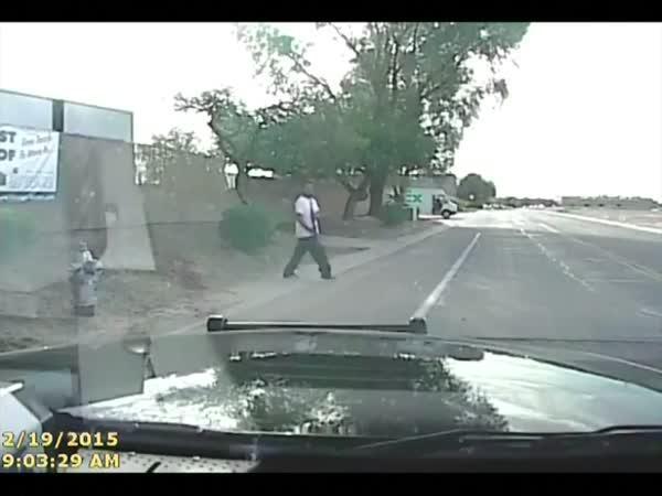 Policista srazil rychlou jízdou zloděje