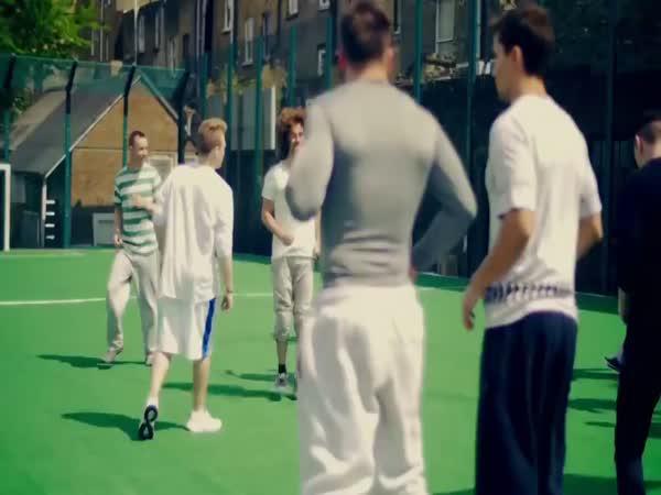 Abnormální fotbal