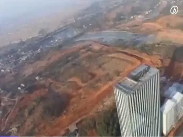 Čína - stavba mrakodrapu