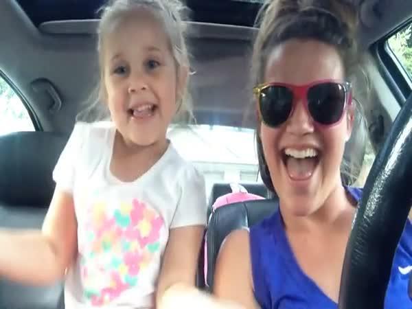 Dojemný duet mámy a dcery