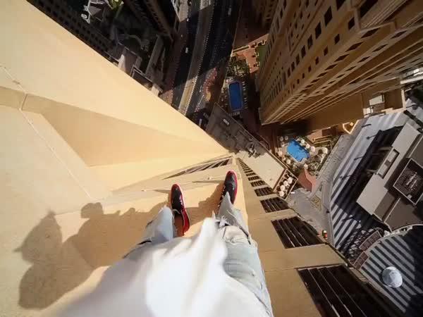 Riskování se životem na střeše
