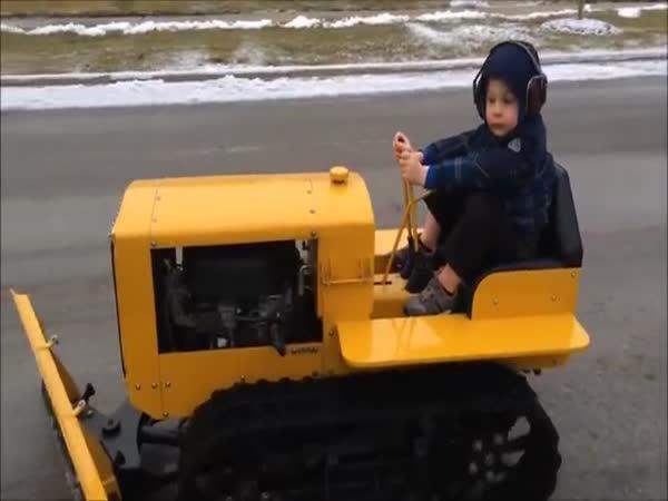 Dítě v buldozeru