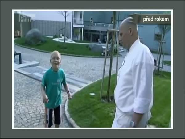 Zdeněk Pohlreich a kluk s kamením