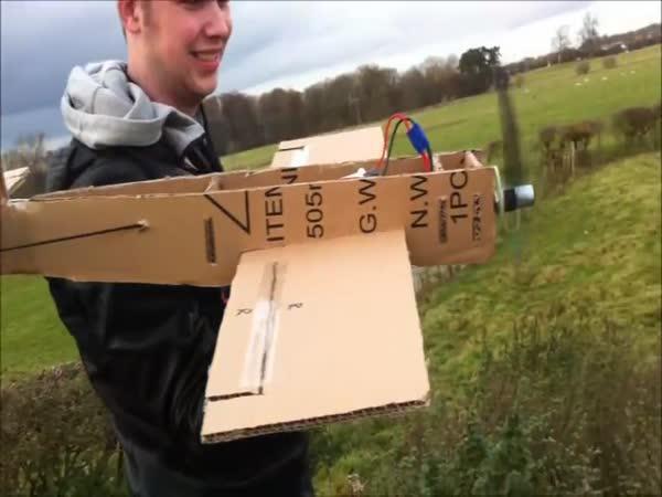 Papírové létající letadélko