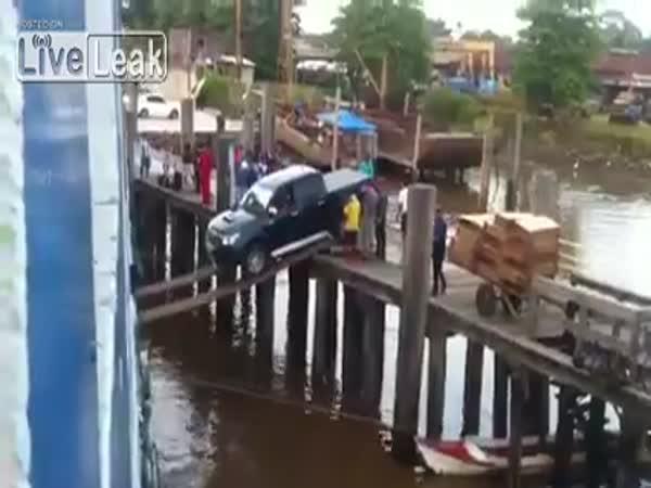 Experti - Jak naložit auto do lodě