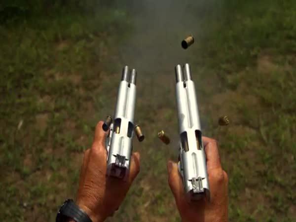 Slow motion - Výstřel z dvouhlavňové pistole