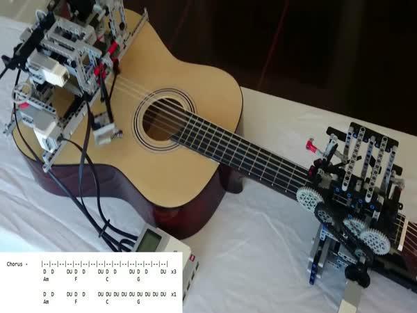 Robot ovládá kytaru