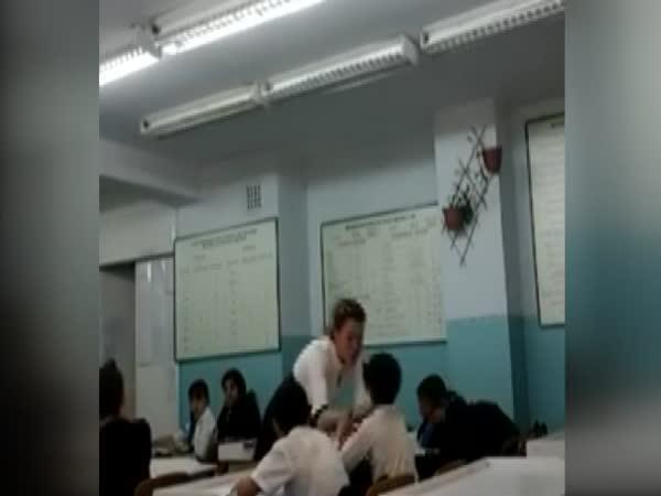 Učitelka s tvrdším přístupem