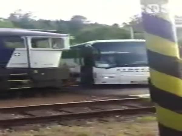 Česká republika - Autobus vs. Vlak