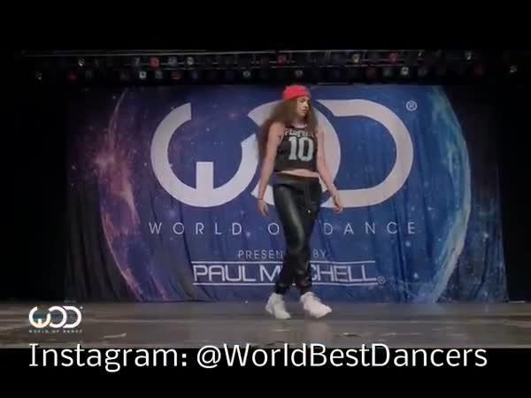 Neuvěřitelný tanec mladé dívky