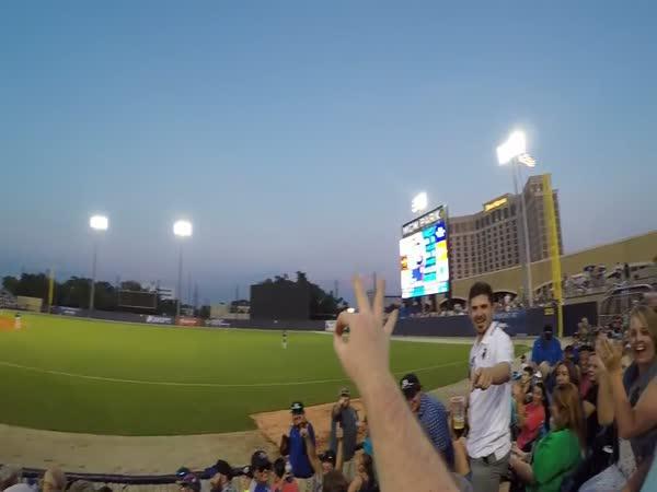 Chycení baseballového míčku