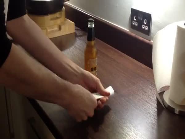 Jak otevřít pivo papírem