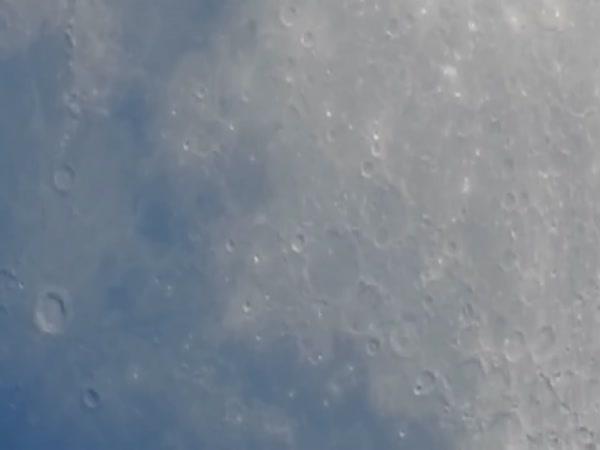 Kamera, kterou uvidíte povrch Měsíce