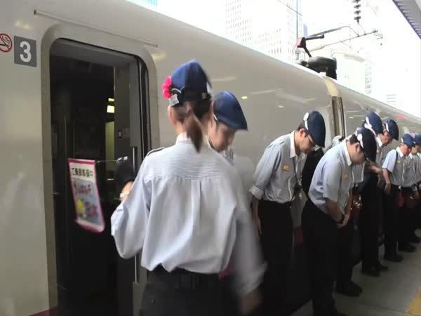 Japonsko - Jak funguje čistící četa vlaků