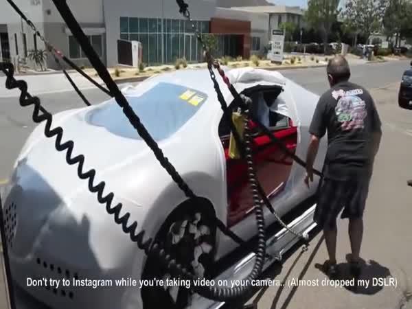 Doručení Bugatti Veyron zákazníkovi