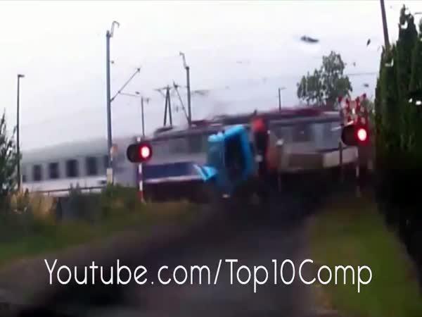 Vlak vs nákladní automobil