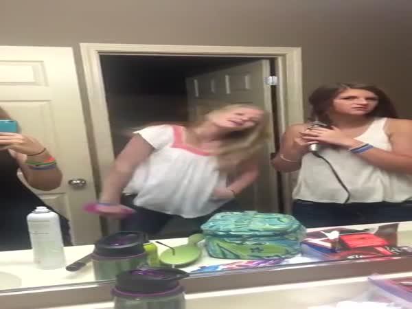 Blondýna v koupelně nezklamala