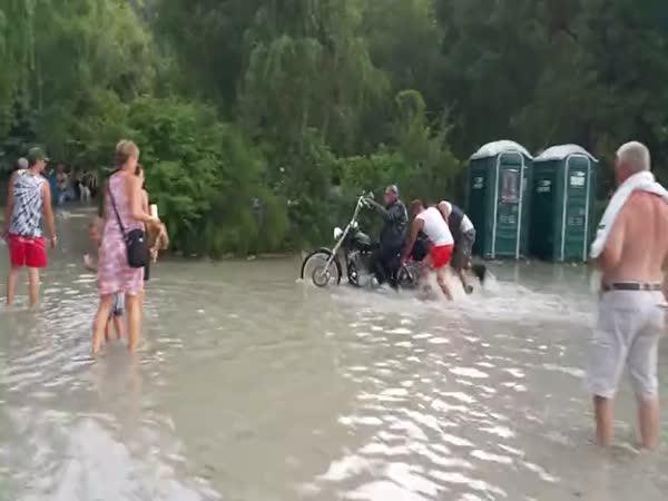 Potopený motosraz