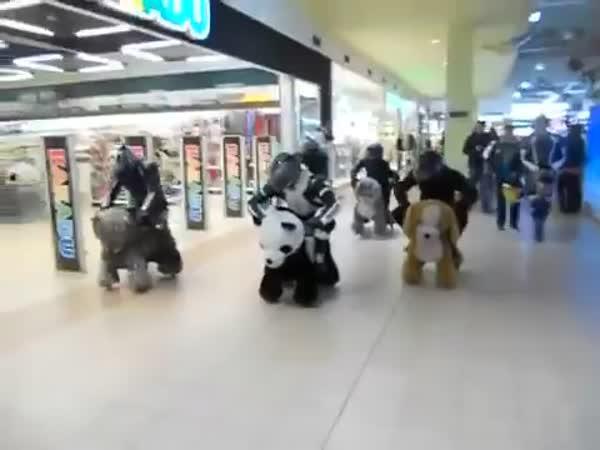 Nelegální závody v obchodním centru