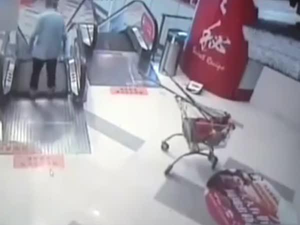 Čína - Eskalator opět útočil