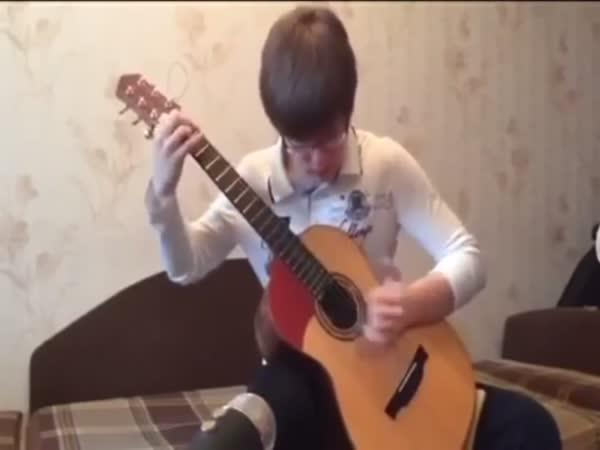 Nirvana v podání teenagera na kytaru