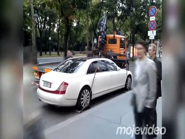Odtahovka vs. auto - Maybach