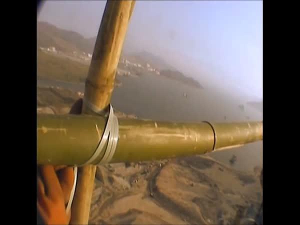Bambusové lešení ve 120 metrech