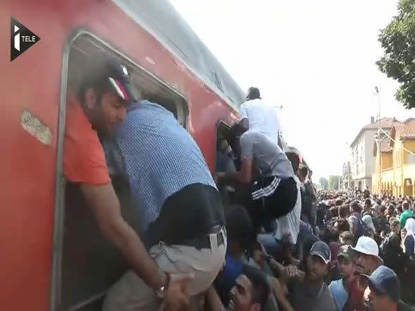 Imigranti obsadili vlak v Makedonii