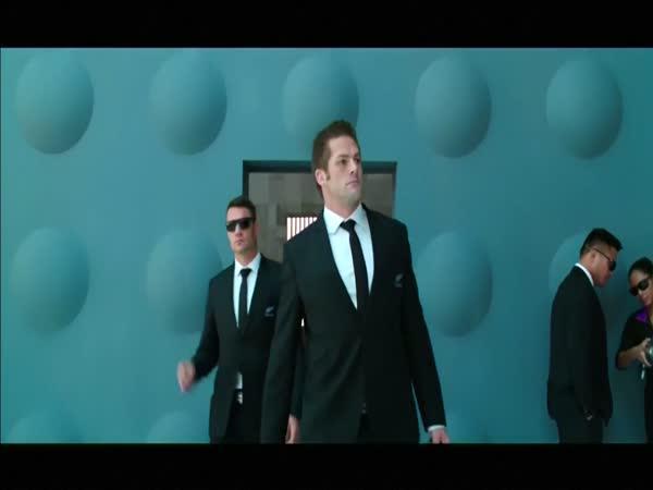 Bezpečnostní video - Muži v černém