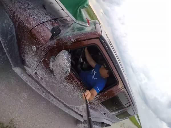 Proč nefotit selfie při řízení