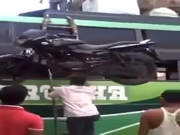 Jak naložit motorku na autobus