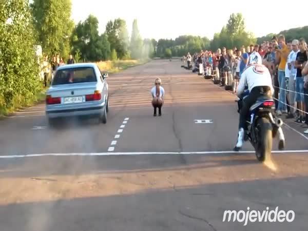 Stylový start - Auto vs. motorka
