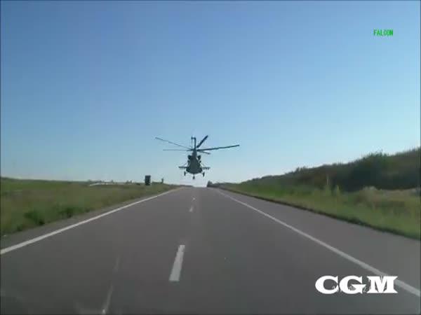 Rusko - Nízký průlet armádního vrtulníku