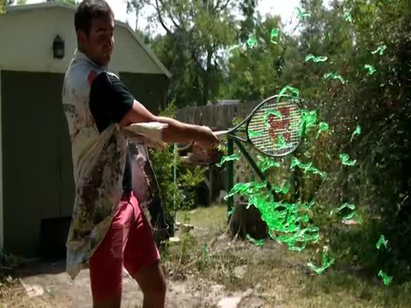 Želé a tenisová raketa