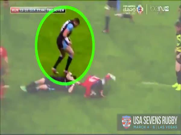 Vykloubené rameno při rugby