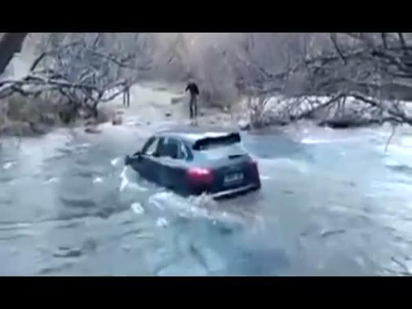 Idiot utopil Porsche