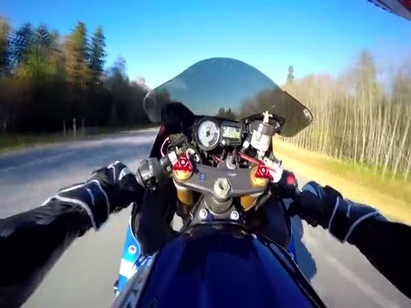 Z pohledu motorkáře - 250 km/h po zadním