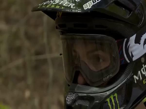 První triple backflip na motorce