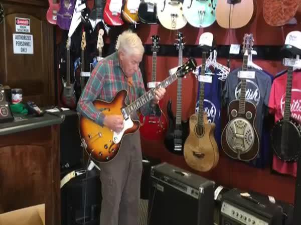 Borec - Děda hraje na kytaru
