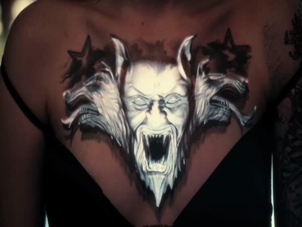 Když ožije tetování