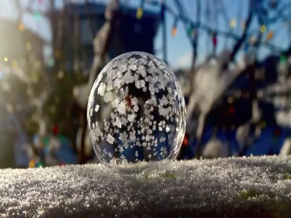 Jak zmrzne bublina