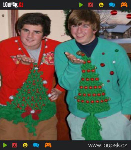 GALERIE - 10 nejtrapnějších vánočních svetrů