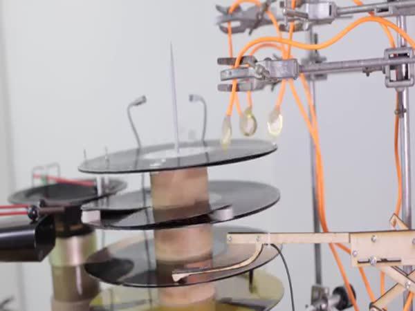 Jak udělat techno hudbu bez počítače