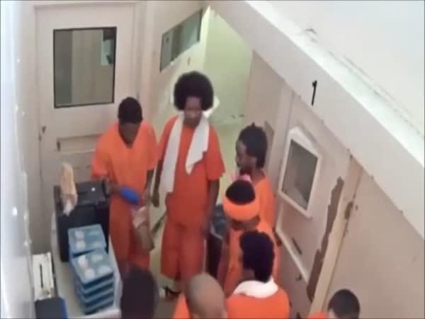 Těžký život teroristy ve vězení