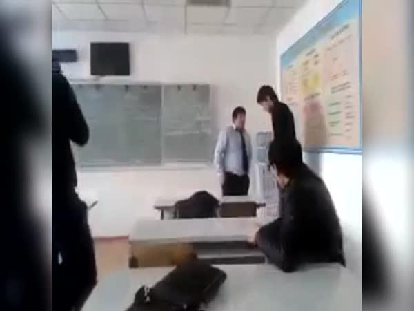 Kazachstán - Pozdní příchod do školy